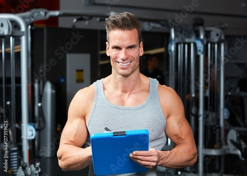 Man coach in gym © Kurhan