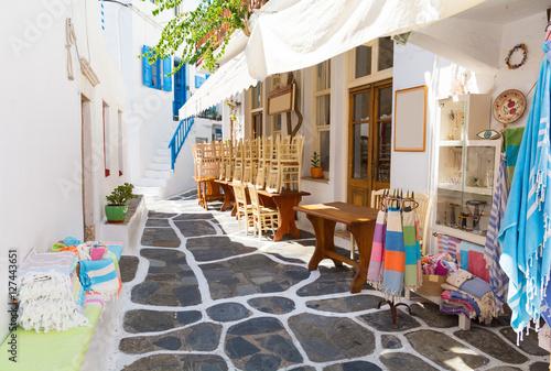 Zdjęcia na płótnie, fototapety na wymiar, obrazy na ścianę : whitewashed narrow street in Mykonos island, Cyclades, Greece