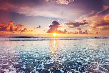 Fototapeta zachód słońca na wyspie Balii