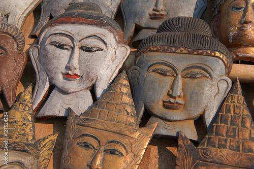 Poster Carved wooden heads of Buddha
