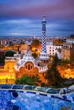 Park Guell w Barcelonie, Hiszpania w nocy