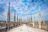 Tarasy na dachu katedry w Mediolanie, Lombardia, Włochy