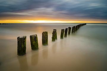 Fototapeta dynamiczny i drastyczny wschód słońca nad Bałtykiem