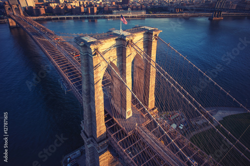 Papiers peints New York Brooklyn Bridge trom top - aerial view with East river. Background image. Taken from Brooklyn.
