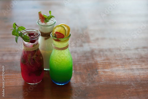 Poster Colorful coctails with fruits on the wooden table