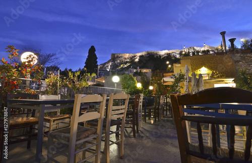 Papiers peints Athenes traditional cafeteria on terrace Anafiotika Plaka Greece with Acropolis view
