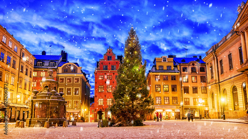 Staande foto Stockholm Stortorget square decorated to Christmas time at night, Stockhol