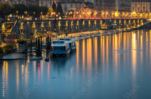 Poster Turin (Torino) scenic view on Murazzi and River Po at twilight
