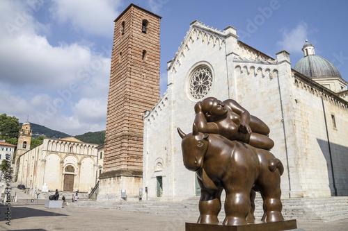 Fototapeta Pietrasanta, Sculture in Piazza del Duomo