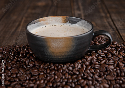 Fotobehang Koffiebonen Large cup with hot cappuchino with coffee beans