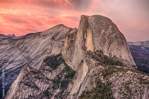 Alpenglow on Half Dome in Yosemite National Park at Sunset плакат