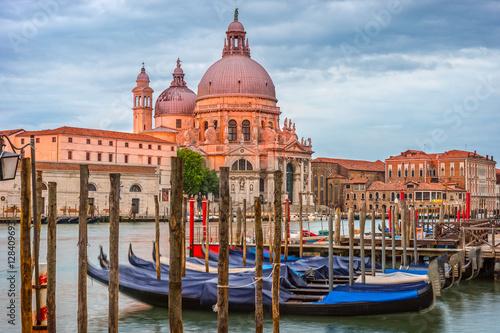 Zdjęcia na płótnie, fototapety na wymiar, obrazy na ścianę : Venice in the morning, city landscape, Italy