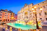 Rzym, Włochy - Fontana di Trevi, obraz nocy