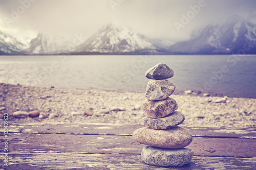 In de dag Spa Vintage toned stack of stones, balance and harmony concept.