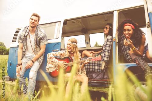 Poszter Hippie friends having fun