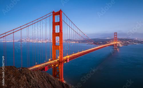 Golden Gate Bridge w zmierzchu, San Fransisco, Kalifornia, usa