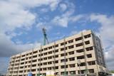 fachada de un edificio en construcción