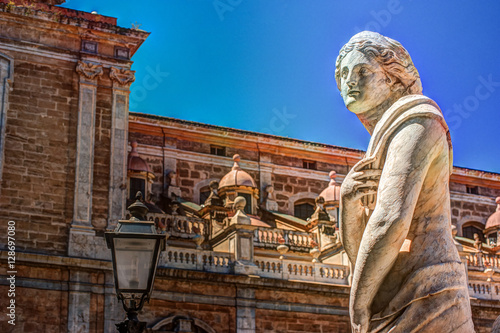 Tuinposter Palermo Beautiful sculpture of the famous fountain of shame on baroque Piazza Pretoria, Palermo, Sicily, Italy