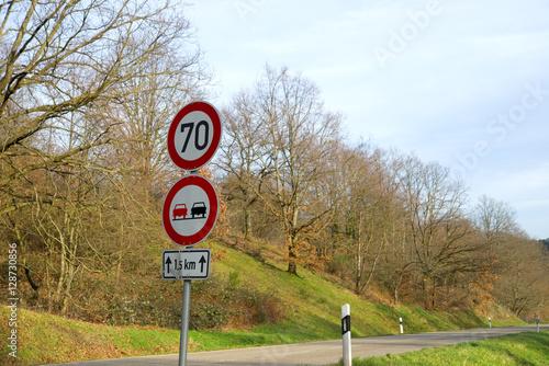 Poster Überholverbot und Tempo 70