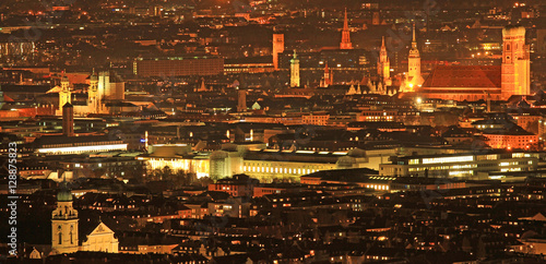 München bei Nacht Poster