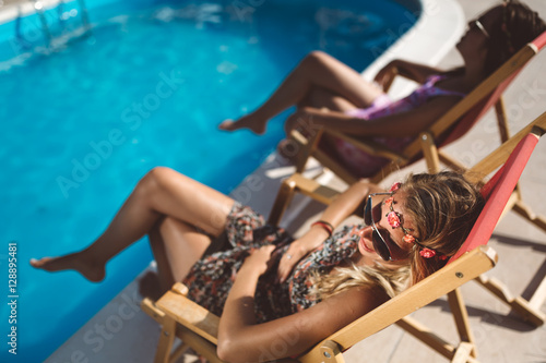 Women relaxing and sunbathing in summer Plakat