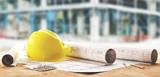 Elmetto giallo operaio di cantieri e progetti di geometra  - 128917434