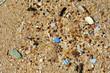 Leinwanddruck Bild - Plastikmüll am Strand - Mikroplastik