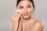 Woman remove make up - 128989297