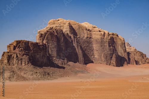 Berge in der Wüste Wadi Rum Poster