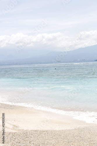 Beautiful sandy beach - 129058288