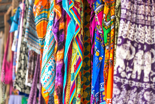 Papiers peints Zanzibar colorful patterned shawls and fabric at Zanzibar market