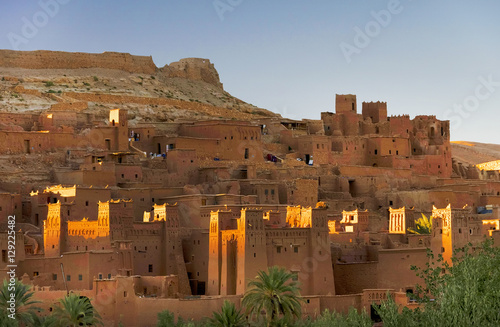 Fotobehang Marokko Ait Benhaddou kasbah, along the former caravan route between Sahara and Marrakesh, Morocco, situated in Souss Massa Draa on a hill along the Ounila River