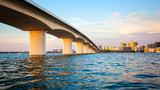 Sarasota, Floryda Skyline i Bridge Across Bay