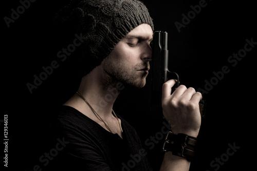 Poster Mysterious man holding gun