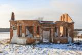 Руины старого жилого дома