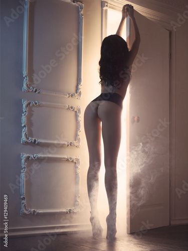 Poster Sensual lady in classical interior