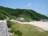 沖縄県八重山郡与那国島 海岸わきに建つ診療所