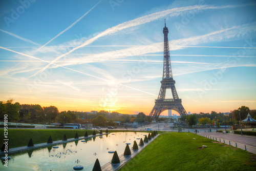 Wall mural Cityscape with the Eiffel tower