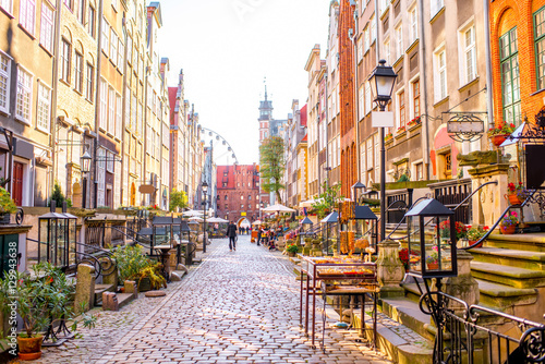 obraz lub plakat Street view with shops and cafes in th eold town of Gdansk, Poland