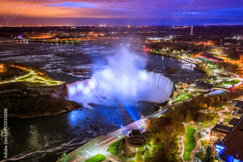 Poster Snoeien Bird View of Niagara Falls Canada and America during sunset