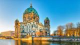 Katedra w Berlinie z rzeki spree