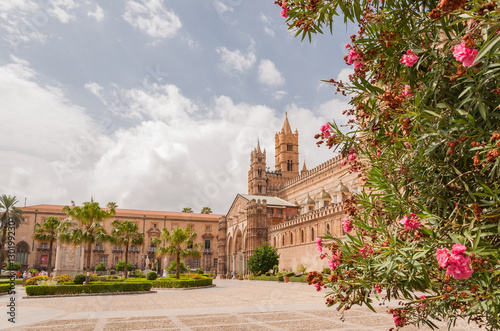 In de dag Palermo Palermo Cathedral is the cathedral church of the Roman Catholic, located in Palermo, Sicily, Italy.