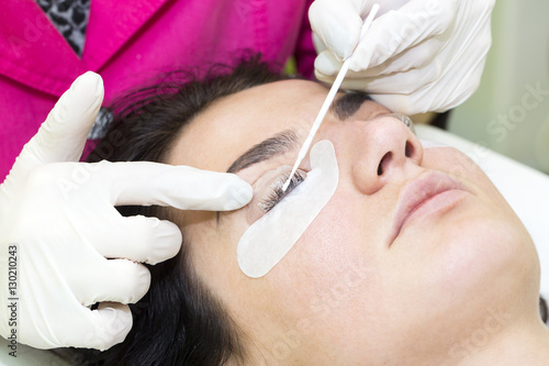 Leinwand Poster Woman on the procedure for eyelash extensions, eyelashes lamination