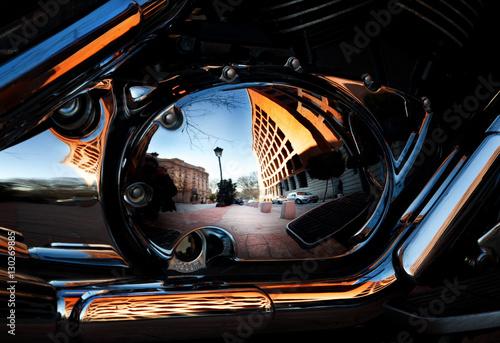 reflejo de Madrid en una moto Poster