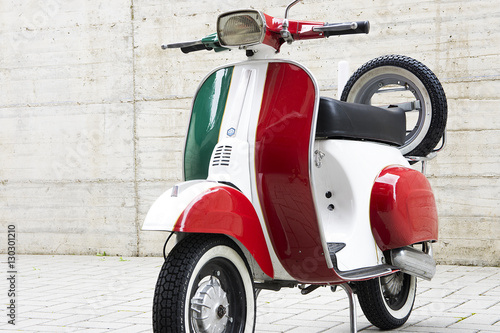 Fotobehang Scooter Scooter italiano tricolore