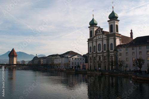 Svizzera, 08/12/2016: lo skyline di Lucerna con vista della Chiesa dei Gesuiti e Poster