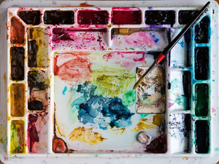 Water color mixing tray for artist with brush