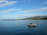 Krajobraz Morski - motorówka na tle wybrzeża (Wyspa Thassos)