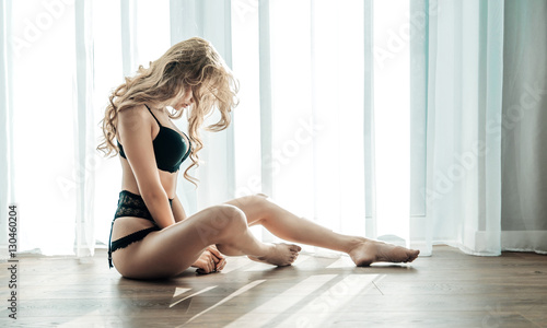 Spoed canvasdoek 2cm dik Artist KB Alluring blond woman sitting on the wooden floor