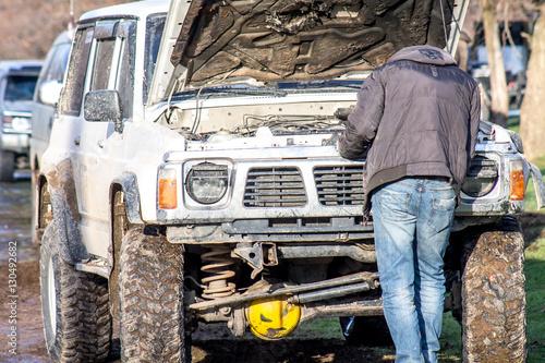Deurstickers Fietsen car with an open hood